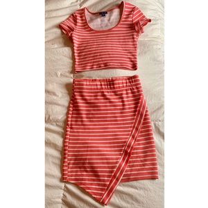 UK2LA XS Crop Top and S High Waisted Skirt Set